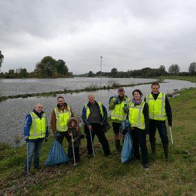 Leden van D66 Bommelerwaard deden recent mee aan de actie Waal- en Maasjutten, waarbij de D66-deelnemers twee uiterwaarden bij Heerewaarden schoon maakten.