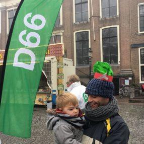 D66 op de markt voor Sinterklaas op 2 december 2017